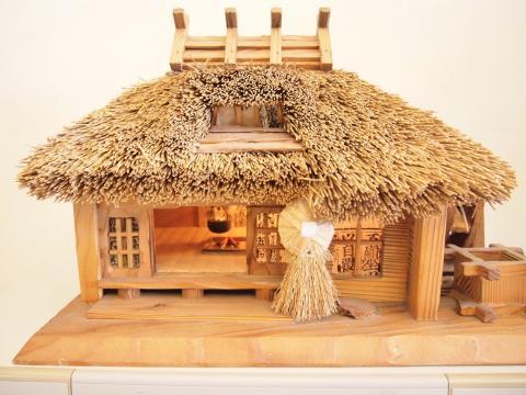 茅葺き屋根の古民家模型